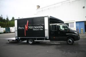 Транспортировка торгового павильона для винодельни Нойманн